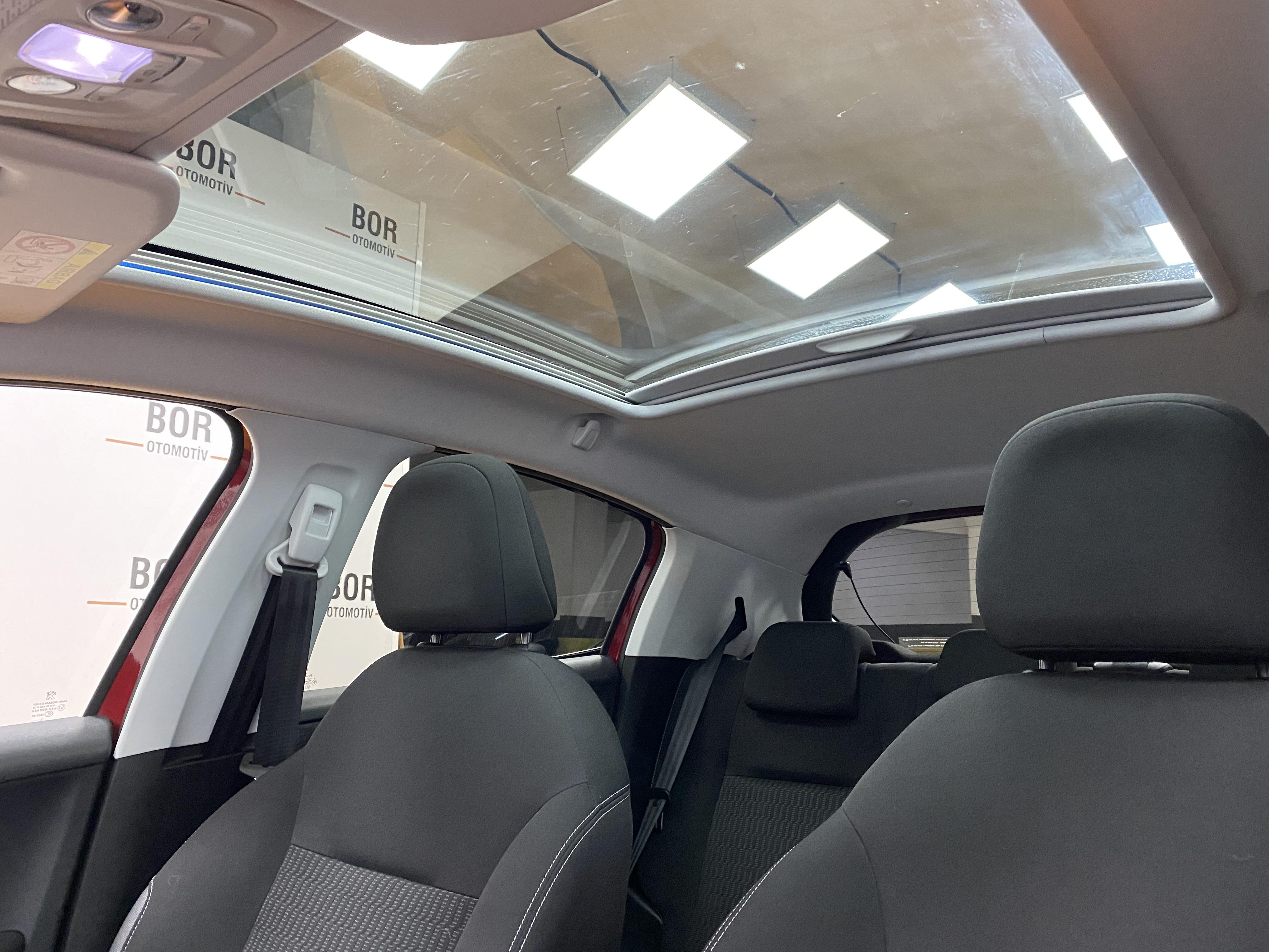 *2015*Peugeot 208 PureTech*Otomatik*Cam Tavan*48.000 Km'de*Full* full